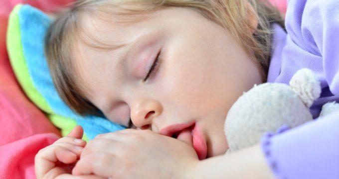 jangan biarkan anak memiliki kebiasaan menghisal jempol